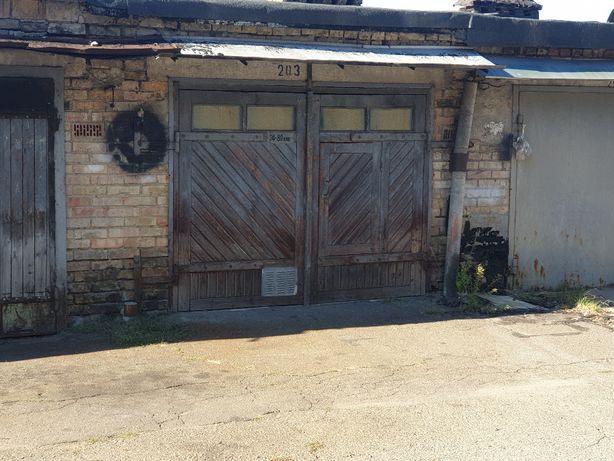 Продам гараж в Шевченковском р-не. Без комиссии.