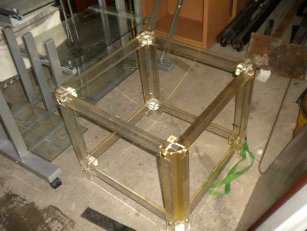 mesas de centro em acrílico com tampos em vidro