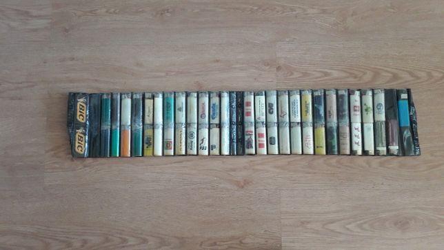 Expositor BIC dos anos 80 com colecção de 50 isqueiros