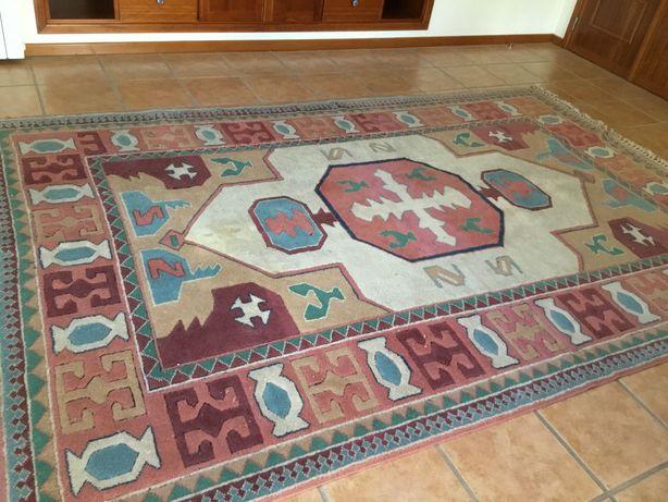 Carpete artesanal, lã, médio oriente, ponto fino.