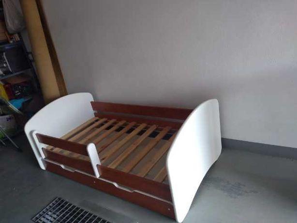 Komplet dziecięcy. Łóżko + komoda