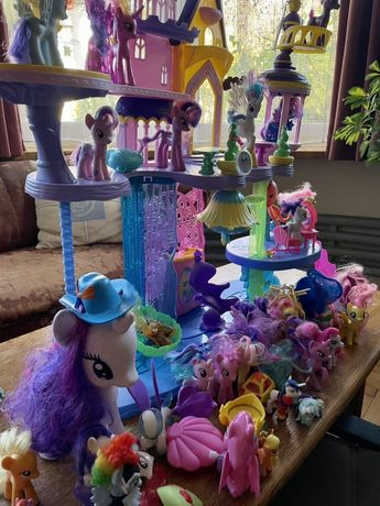 My little pony Canterlot zamek  zestaw ponad 60 koni