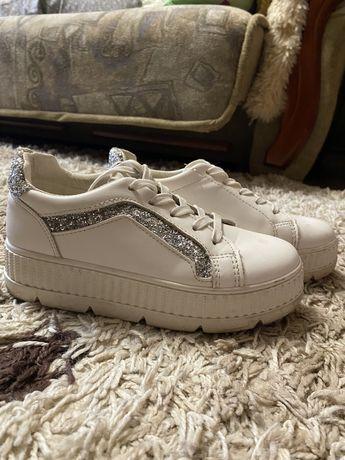 Продам кроссовки в идеальном состоянии!
