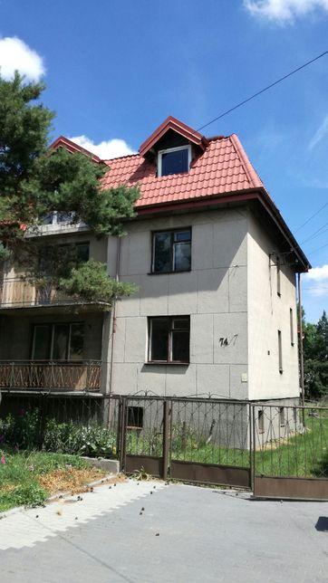 Dom w zabudowie bliźniaczej z rozbudowanym poddaszem