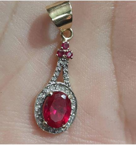 Золотая 585пр подвеска с бриллиантами и рубиновым корундом
