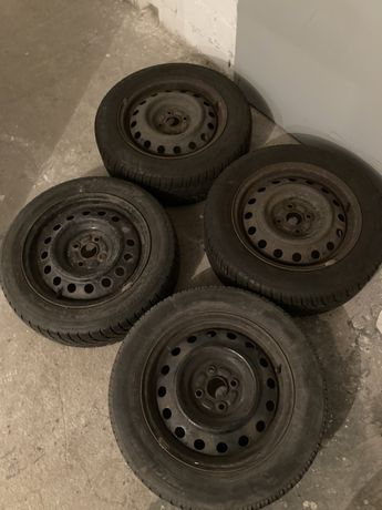 4 felgi i 2 opony Toyota Corolla E12