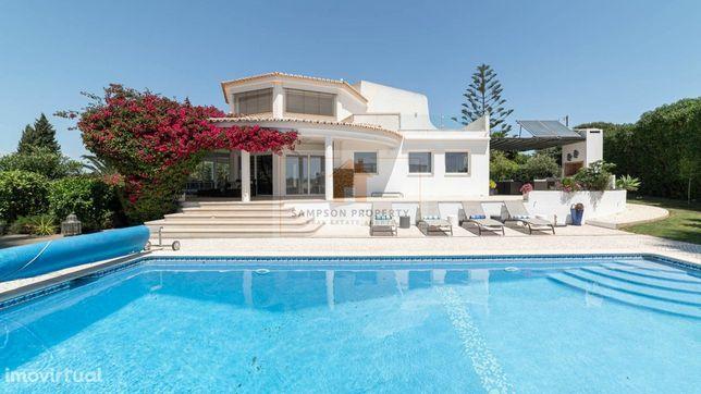 Para venda em Salicos Carvoeiro, moradia de luxo V4 com piscina e jard
