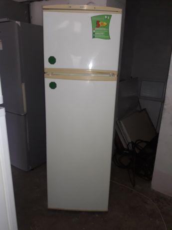 Бесплатно доставлю.  Продам  2 х камерный рабочий холодильник.  Хороше