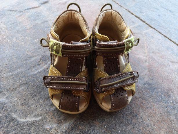 Buty, sandałki dla chłopca