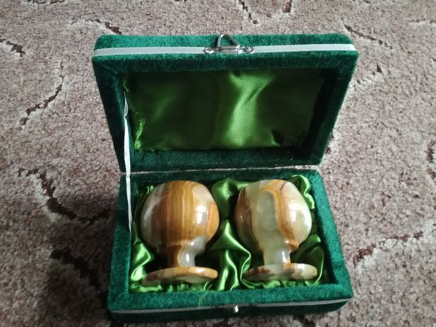 Подарочный набор две рюмки из оникса