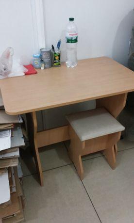 Стол обеденный + 4 табурета