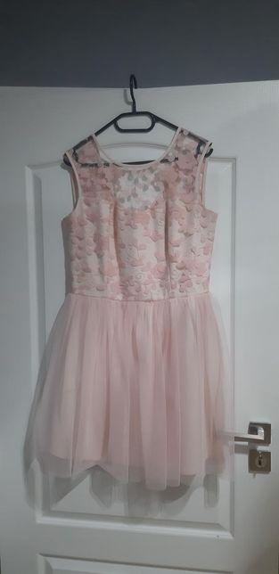 Sukienka różowa.