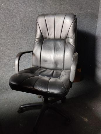 Продам кожаное кресло