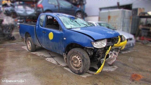 Mitsubishi L200 2.5DI-D 4WD 2005 - Peças Usadas