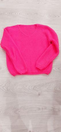 Fuksjowy sweter