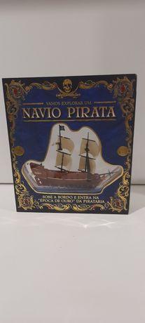 """Livro """"Vamos Explorar um Navio Pirata"""""""