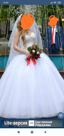 Продам шикарное свадебное платье ручной работы