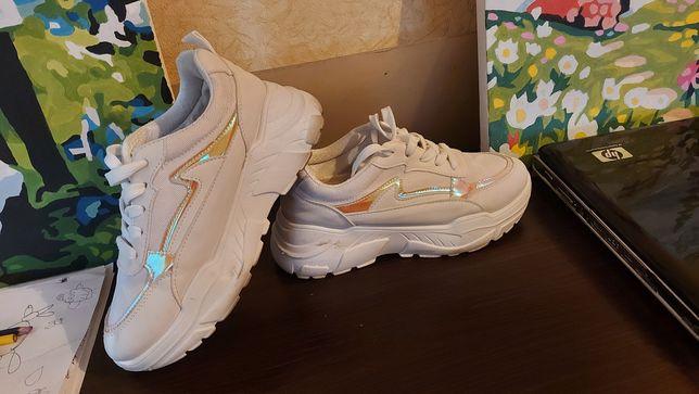 Женские кроссовки 37 размер
