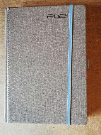 Kalendarz A5 dzienny z gumką 2021 szary z niebieska gumką