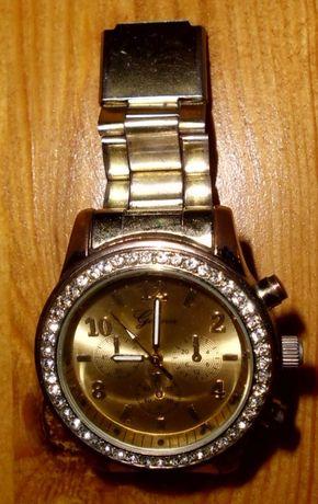 Damski Zegarek Klasyczny z Cyrkoniami t12 srebrny