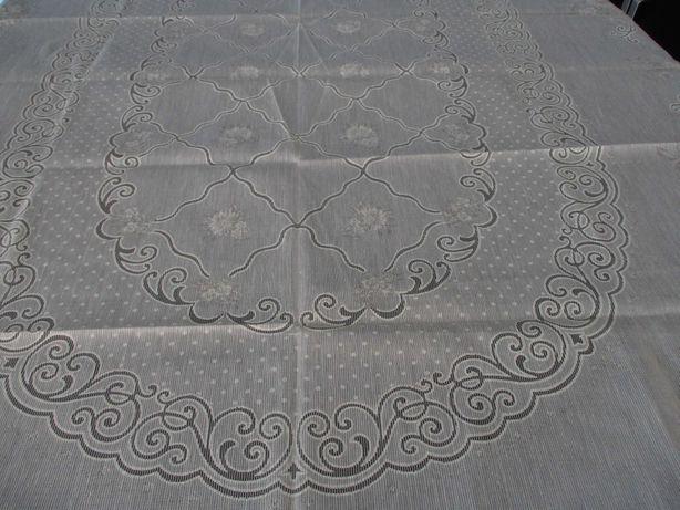 Toalha de Mesa Rendada oval cor creme 1,95m x1,45m Nova!