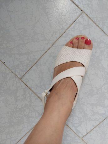 Sandálias super leves e confortáveis