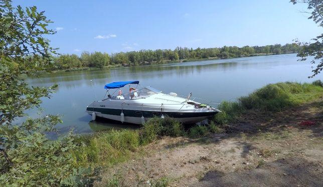 łódka motorowa kabinowa , motorówka , jacht spacerowy