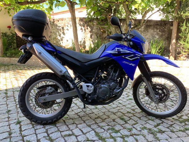 Yamaha XT 660 R com mala Givi