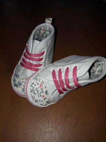 Продам обувь для малышки
