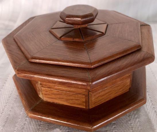 Caixa em madeira maciça