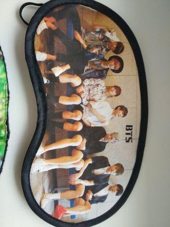 Маска для сна с изображением популярной музыкальной корейской группы В