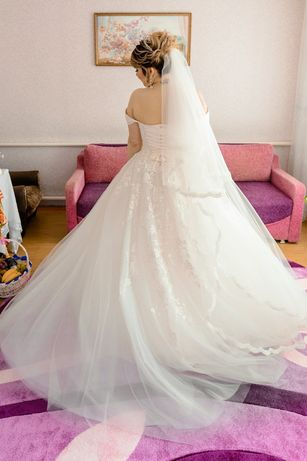 Весільна сукня шикарна