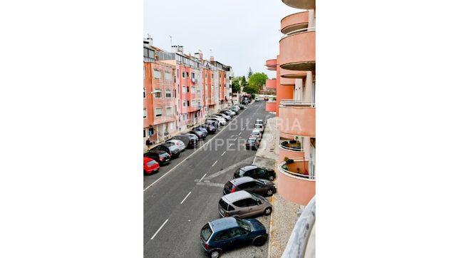 Apartamento T2 em Queluz de Baixo