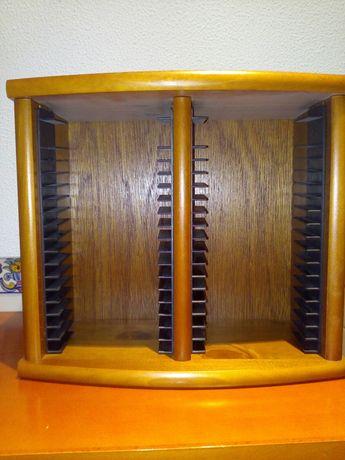 Porta CD's em madeira