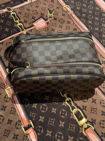 Продам косметичку Louis Vuitton