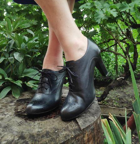 Весенние кожаные туфли