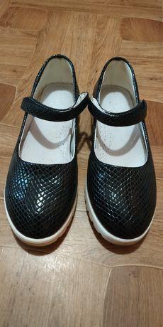 Красиві туфлі на дівчинку школярку! 35 розмір