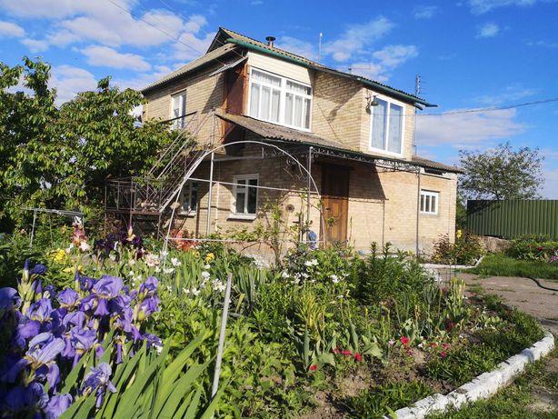 Продається будинок з усіма зручностями в живописному тихому місці.