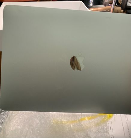 Экран б/у MacBook 13-inch 2020г.