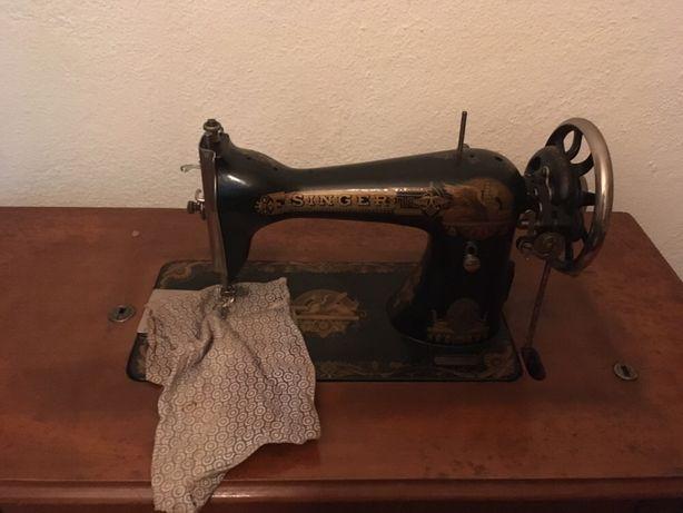 Máquina de costura Singer antiga