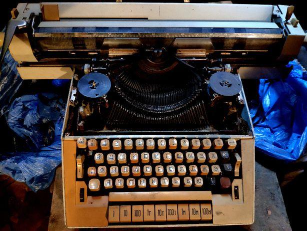 Пишущая машинка - старая!