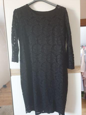 Czarna koronkowa sukienka 44