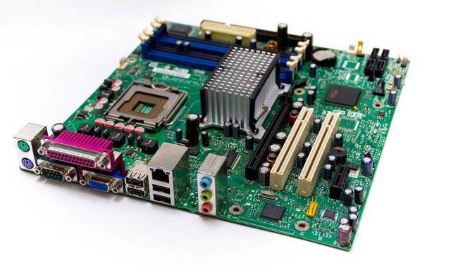 Продам материнскую плату Intel на сокет 775.