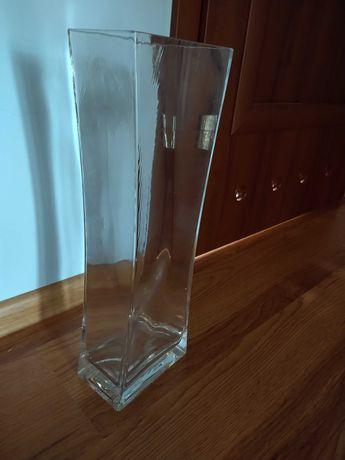 Szklany wazon na kwiety