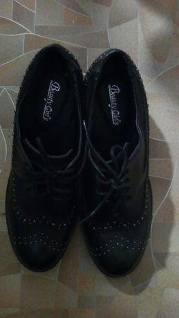 Туфли женские.Устойчивий каблук 40размер.