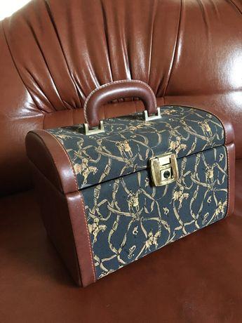 Сундук, сундучок, шкатулка,чемоданчик для косметики