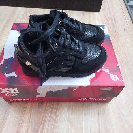 Sneakersy dla dziewczynki xti r.28