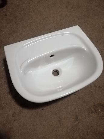 Nowa umywalka wisząca
