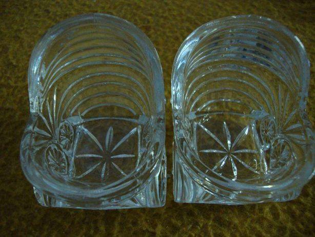 Dois berços miniatura em vidro