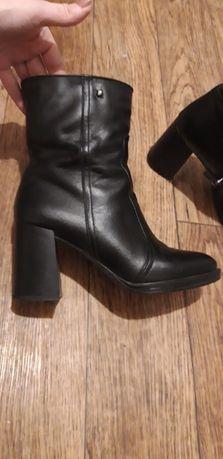Стильные кожаные модельные ботинки- сапоги.